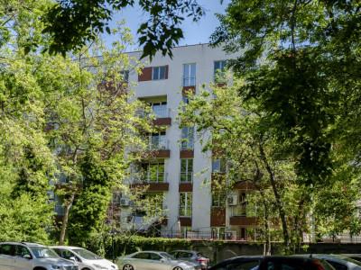 Vanzare apartament 4 camere in Victoriei, bloc 2011