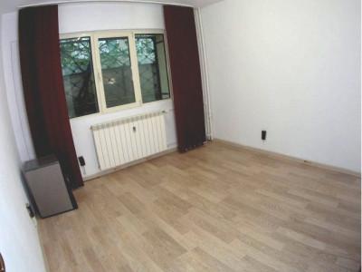 3 camere parter Liceul Caragiale rezidential/pretabil firma